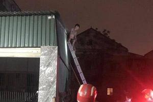 Nghệ An: Đòi 'tự vẫn' vì thấy nhà mình thuê bị cháy
