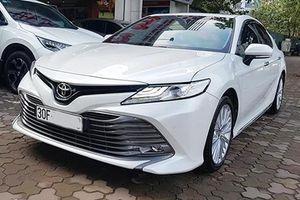 Toyota Camry 2019 'chạy lướt' bán 1,2 tỷ đồng ở Hà Nội