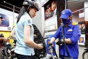Giá xăng tiếp tục giảm sốc hơn 4.000 đồng/lít từ 15h chiều nay