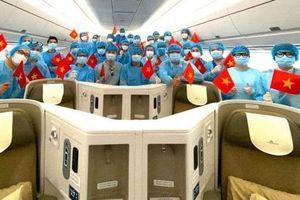 Hình ảnh chuyến bay của Vietnam Airlines đưa người Việt ở Ukraine về nước