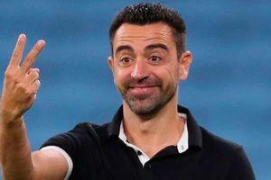 Chưa về Barcelona, Xavi đã 'kéo bè, kéo phái'