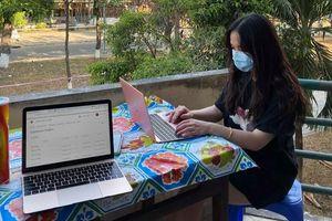 Du học sinh dậy từ 4h sáng học online trong khu cách ly ở TP.HCM