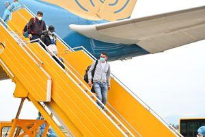 Chuyến bay đặc biệt đưa 56 người Việt từ Ukraine về sân bay Vân Đồn