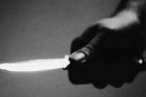 2 bác cháu ở Hà Nội 'nói chuyện' bằng dao, 1 người thiệt mạng