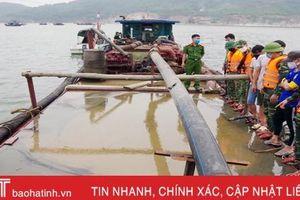 Bắt quả tang tàu khai thác 35m3 cát trái phép trên vùng biển Hà Tĩnh