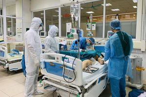 Những chiến sỹ 'áo trắng' nơi tuyến đầu chống dịch COVID-19