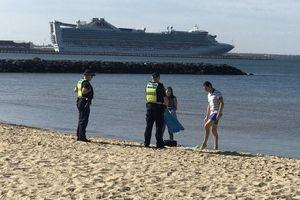 Chống Covid-19, cảnh sát Australia phạt nặng vi phạm giãn cách xã hội