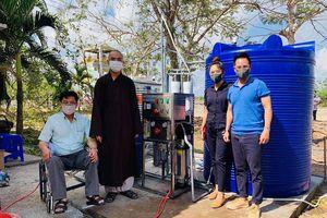 Một tu sĩ vận động tiền tỷ mua 12 hệ thống xử lý nước tặng xã nghèo