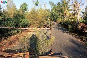 Lại sụt lún nghiêm trọng đường về xã đảo ở Cà Mau