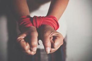 Trùm ma túy và đồng bọn bắt giữ người rồi hành hung dã man