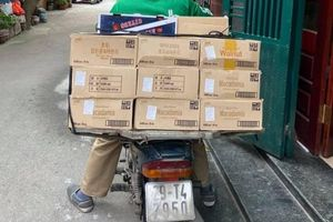 Dân mạng viết thư tay, gửi quà ủng hộ y bác sĩ tại bệnh viện Bạch Mai