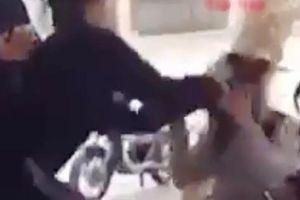 Nữ sinh lớp 12 đánh bạn cùng trường dã man trên phố bị thôi học 1 năm