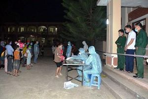 Ban CHQS thành phố Điện Biên Phủ đón công dân Việt Nam ở Lào về nơi cách ly