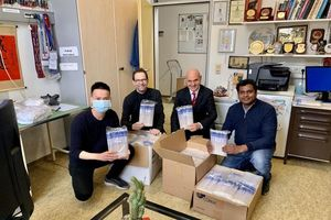 Trung tâm Nghiên cứu Y học Việt – Đức gửi 6.000 ống lấy mẫu bệnh phẩm hỗ trợ thực nghiệm thuốc điều trị Covid-19