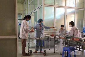 Bệnh nhân BV Bạch Mai: 'Chúng tôi dựa vào nhau, dựa vào bác sĩ'
