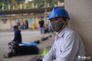 Hà Nội: Giảm tuyến phòng dịch Covid-19, người dân mòn mỏi chờ xe