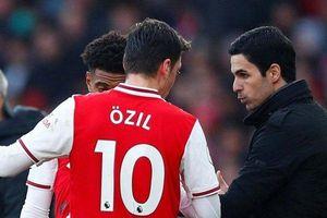 Mesut Ozil vẫn còn chỗ đứng trong đội hình mà HLV Arteta xây dựng?