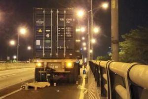 TPHCM: Người đàn ông điều khiển xe máy tông vào đuôi container tử vong tại chỗ