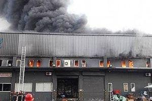 Cháy kho hàng của Tiki gần sân bay Tân Sơn Nhất