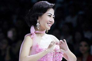Chiếc váy được đem đi đấu giá gây quỹ cho con gái Mai Phương có gì đặc biệt?