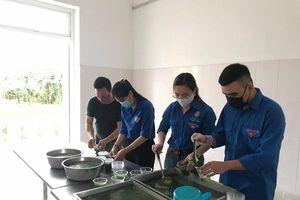 Bữa ăn 'tiếp sức' của tuổi trẻ Nghệ An với công dân cách ly tập trung