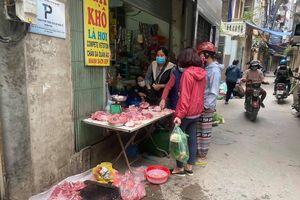 Ngày đầu cách ly toàn xã hội: Chợ truyền thống ít quầy, nhiều mặt hàng tăng giá