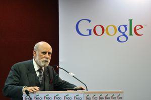 Cha đẻ của mạng Internet dương tính với COVID-19