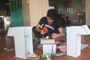 Cậu học trò chế tạo máy sát khuẩn tay tự động chống dịch