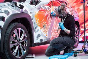 Người thợ đầu tiên trên thế giới xăm hình cho ôtô