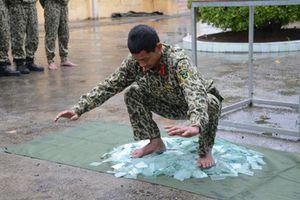 Tròn mắt xem lính đặc công chống khủng bố Việt Nam huấn luyện 'mình đồng da sắt'