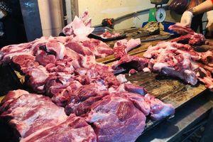 Các 'ông lớn' đã giảm giá lợn, dân đi chợ mua thịt vẫn ngẩn ngơ vì giá cao