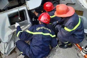 Xe chở bê tông lật xuống vực sâu, tài xế tử vong trong cabin