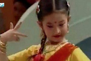 Video hiếm về Lưu Diệc Phi lúc 7 tuổi: Múa dẻo, mặt xinh, biểu cảm cuốn hút