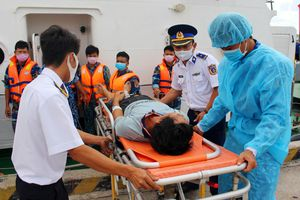 Kiên Giang: Cứu thành công 5 thuyền viên bị nạn trên biển