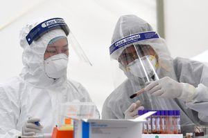 Bệnh nhân 34 'siêu lây nhiễm' và cháu bé 2 tuổi được công bố khỏi bệnh Covid-19 ngày hôm nay