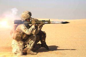 Lính Mỹ vác súng chống tăng chặn xe thiết giáp Nga tại Syria