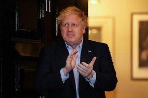 Xuất hiện sau khi mắc Covid-19, Thủ tướng Anh tham gia phong trào vỗ tay cổ vũ y bác sĩ