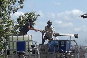 Người dân Bến Tre tiếp nhận hàng trăm nghìn lít nước ngọt