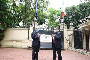 Đại sứ Italy cảm ơn nghĩa cử cao đẹp của Việt Nam trong khó khăn chống dịch Covid-19