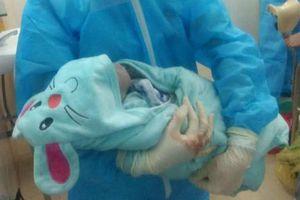 Bé trai chào đời trong phòng cách ly COVID-19 ở Nghệ An