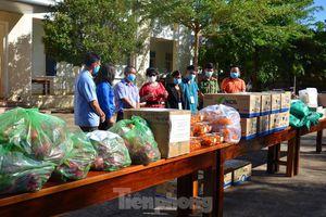 Tây Nguyên: Người dân góp quà động viên tuyến đầu phòng chống COVID-19