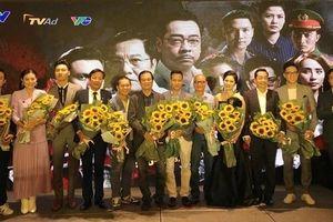 Viện trưởng VKSND tối cao tặng Bằng khen cho diễn viên phim 'Sinh tử'
