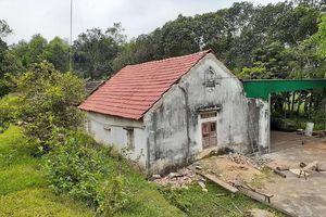 Cụ ông ở Nghệ An rơi xuống đất tử vong khi đang lợp nhà