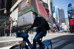 Thị trưởng New York khuyến cáo người dân đeo khẩu trang khi ra ngoài
