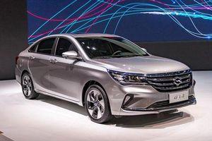 'Soi' xe sedan đẹp long lanh, giá hơn 300 triệu đồng