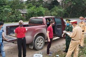 Quảng Trị: Chặn đứng ô tô chở 6 người vượt biên từ Lào về trốn cách ly