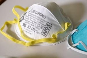 Mỹ kích hoạt Đạo luật sản xuất quốc phòng để dừng xuất khẩu thiết bị bảo hộ y tế
