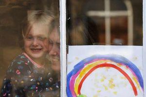 Dịch Covid-19: Hình ảnh của hy vọng trên các ô cửa ở Edinburgh, Anh
