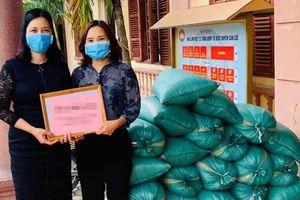 Giáo viên ủng hộ nửa tấn gạo, học sinh ủng hộ 'cả gia tài' chống dịch COVID-19