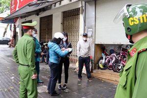 Hà Nội ngày 4/4: Nhắc nhở, xử lý cửa hàng xe đạp, điện thoại lén mở cửa kinh doanh